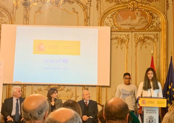 Dos miembros del Consejo de la Infancia participan en el Ministerio de Justicia en un acto conmemorativo del Día de la Infancia